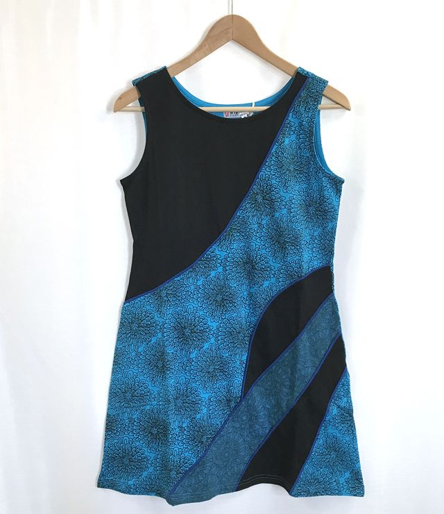 ROBE COURTE SPORT MOTIF PATCHWORK TRIM TURQUOISE